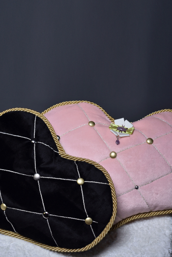 Парные подушки сердце с брошью-орденом