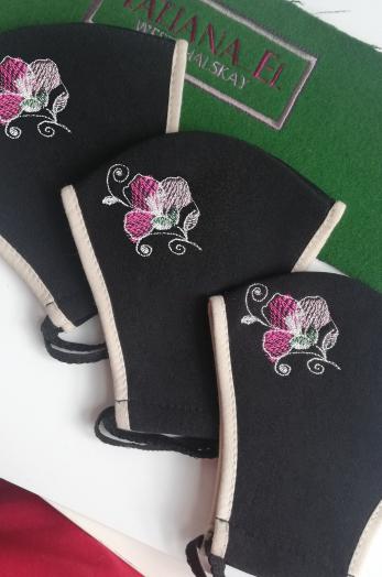 Многоразовая женская маска с вышивкой